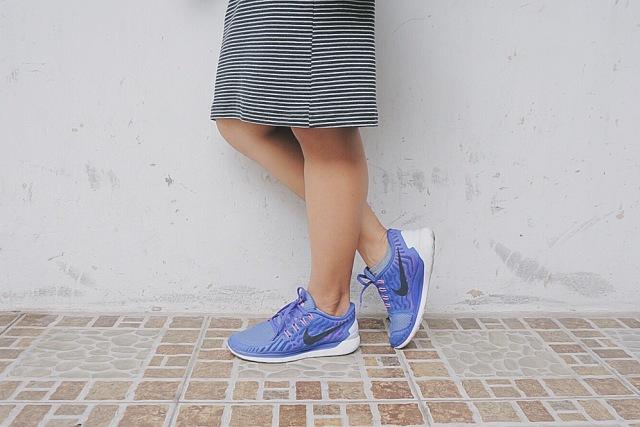 """Sau """"cơn đau"""" bị trộm đôi giày Nike yêu dấu đứt ruột mua lần đầu tiên trong đời, mình đành bấm bụng lần thứ 2 mua em này vì không có giày không đi tập gym được. Cơ mà đẹp, rất xứng đáng đồng tiền. <3"""